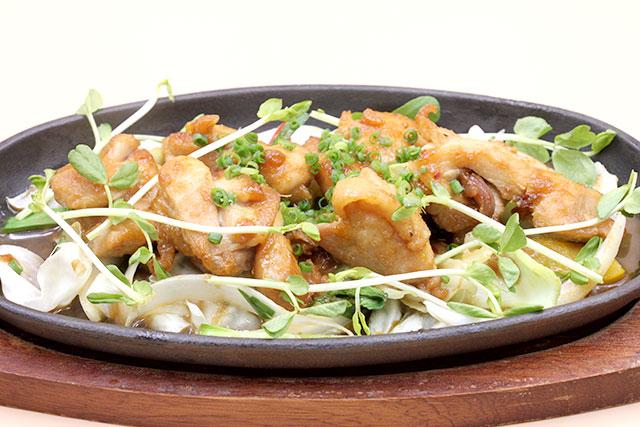 若鶏のソテー 味噌風味 旬野菜添え