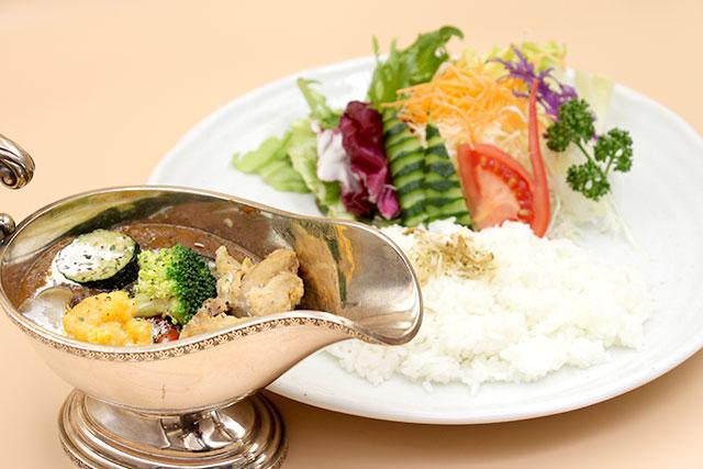 カフェテラスK's 特製県産鶏のチキン野菜カレー