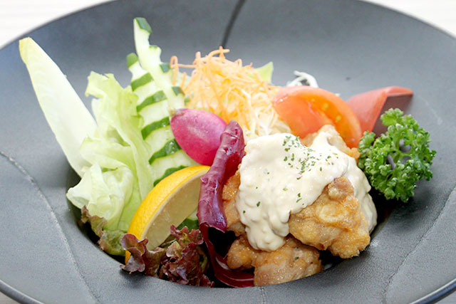 県産鶏のチキン南蛮 特製タルタルソース添え
