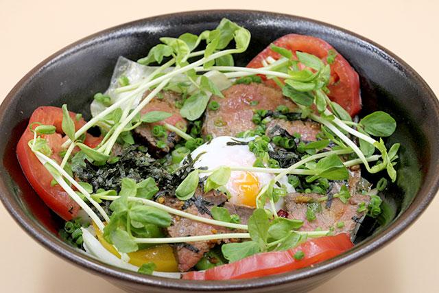 旬野菜入り黒毛和牛グリル丼