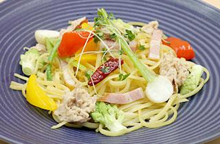 海老と旬の野菜のペペロンチーノ