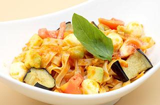 茄子とアボガドのモッツアレラチーズトマトパスタ