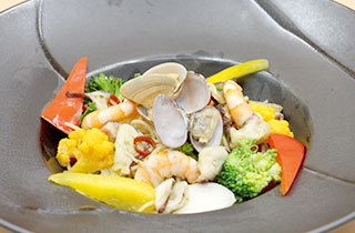 旬の野菜入り魚介の和風パスタ